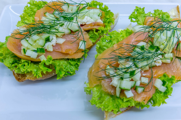 odeon-partyservice-canape-mit-lachs 12